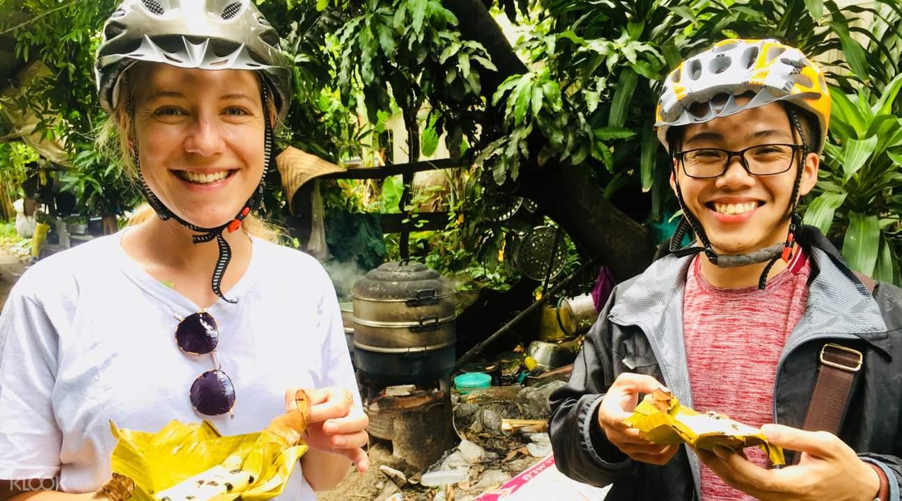 bangkok bike tour group talking to local